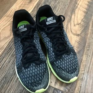 Nike AirMax Athletic Shoes Boy 7